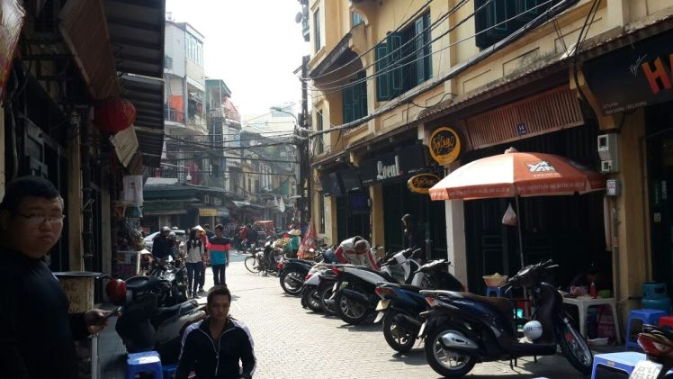 Ta Hien: Hanoi street food and cheap beer paradise