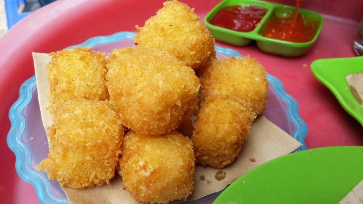 Hanoi street food on Ta Hien: Fried Fresh Milk