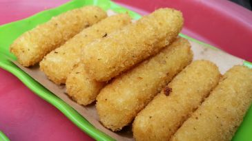 Hanoi street food on Ta Hien: Mozzarella sticks