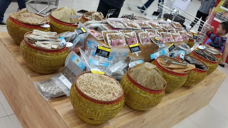 Only in Vietnam: Dried fish on display