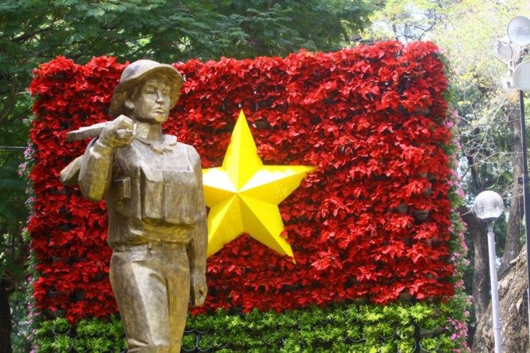 Tet Flower display in the shape of Vietnamese Flag
