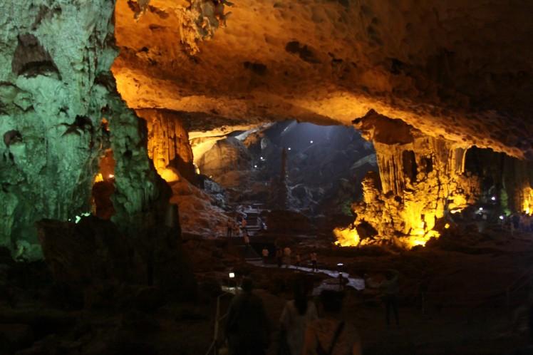 Ha Long Bay - Heavenly Palace - Dong Thien Cung